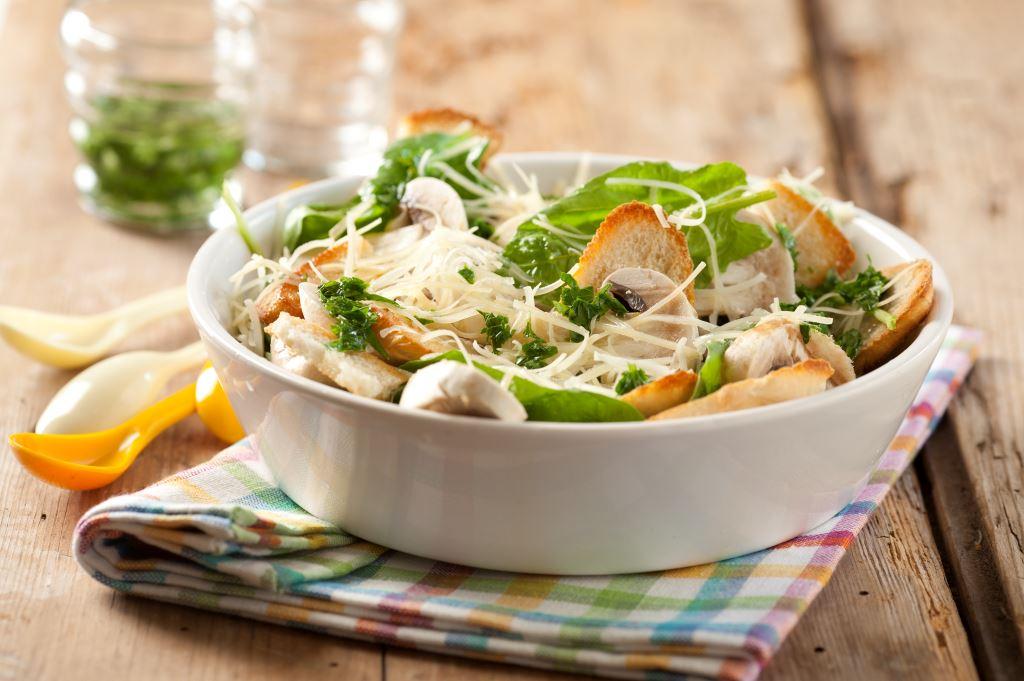 ensalada de espinacas champignones y parmesano maru botana rh marubotana tv