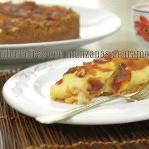 Torta de almendras con manzanas acarameladas